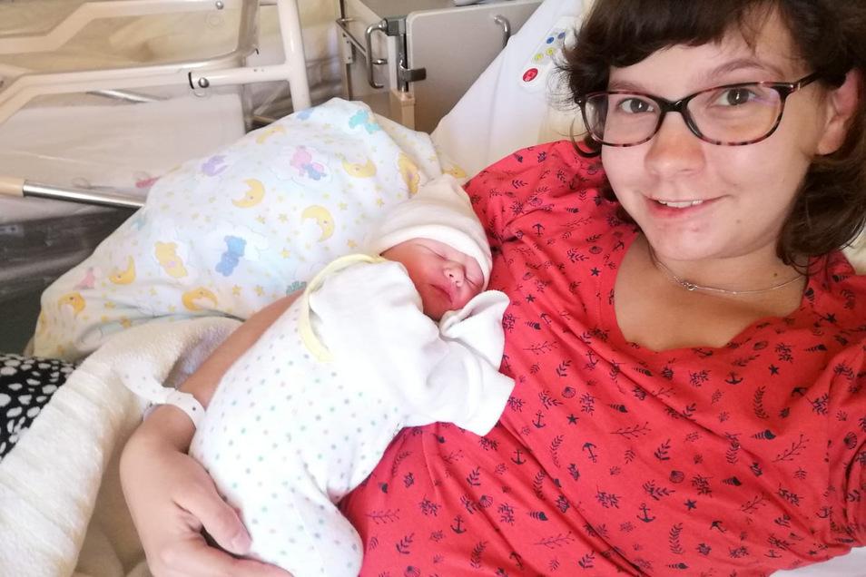 Kim Prather hat am Mittwoch in der Helios-Klinik in Leisnig ihre Tochter Klara Gründler zur Welt gebracht. Deren Papa Tim Gründler durfte der Schwangeren nicht einmal die Tasche mit aufs Zimmer bringen.