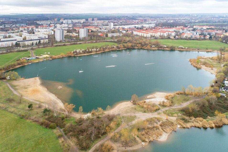 Viel Platz für schöne Freizeitmöglichkeiten: Mit den Kiesseen in Leuben sind die befragten Dresdner besonders unzufrieden. Baden ist hier offiziell verboten. An der Südseite befindet sich die Wasserskianlage, die von der Stadt aber nur geduldet ist.