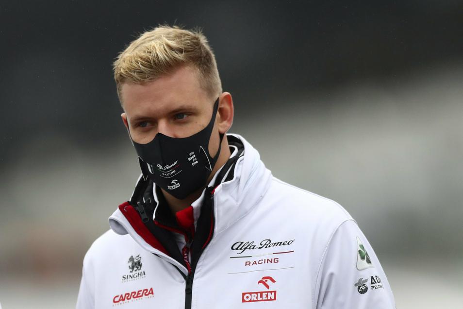 Ambitioniert und konzentriert geht Mick Schumacher seinen ersten Einsatz in der Formel 1 an.