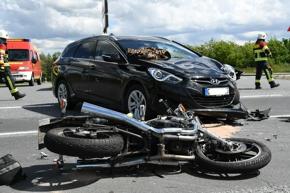 Auf der Bundesstraße 6 zwischen Reichenbach und Sohland kollidierten Mitte Mai ein Motorrad und ein Auto. Die Autofahrerin beachtete nicht die Vorfahrt des Motorradfahrers.
