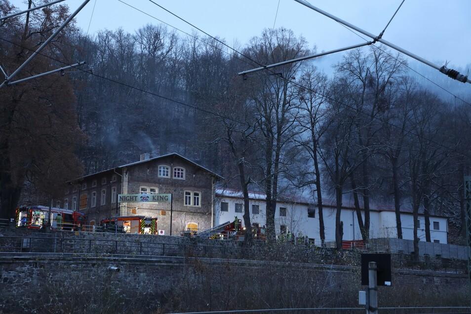 """Im """"Night King"""" auf dem Gelände der ehemaligen Felsenkeller-Brauerei brannte es am Dienstagmorgen."""