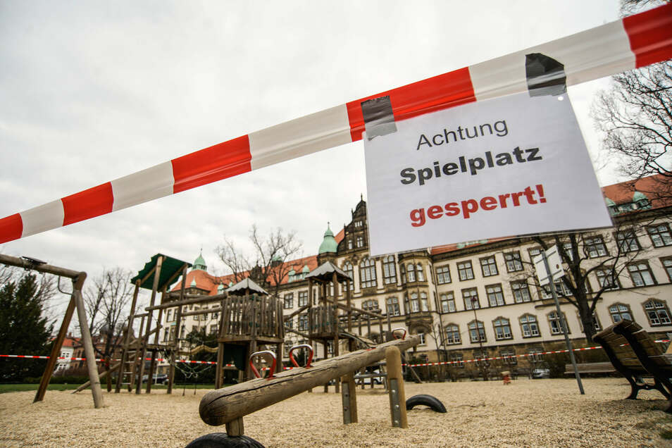 Seit Ausbruch der Corona-Pandemie gelten zahlreiche Verbote - wie hier auf einem Spielplatz in Bautzen.