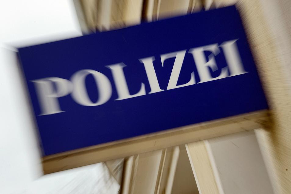 In Bad Gottleuba-Berggießhübel musste die Polizei die Schäden einem Baucontainer aufnehmen.
