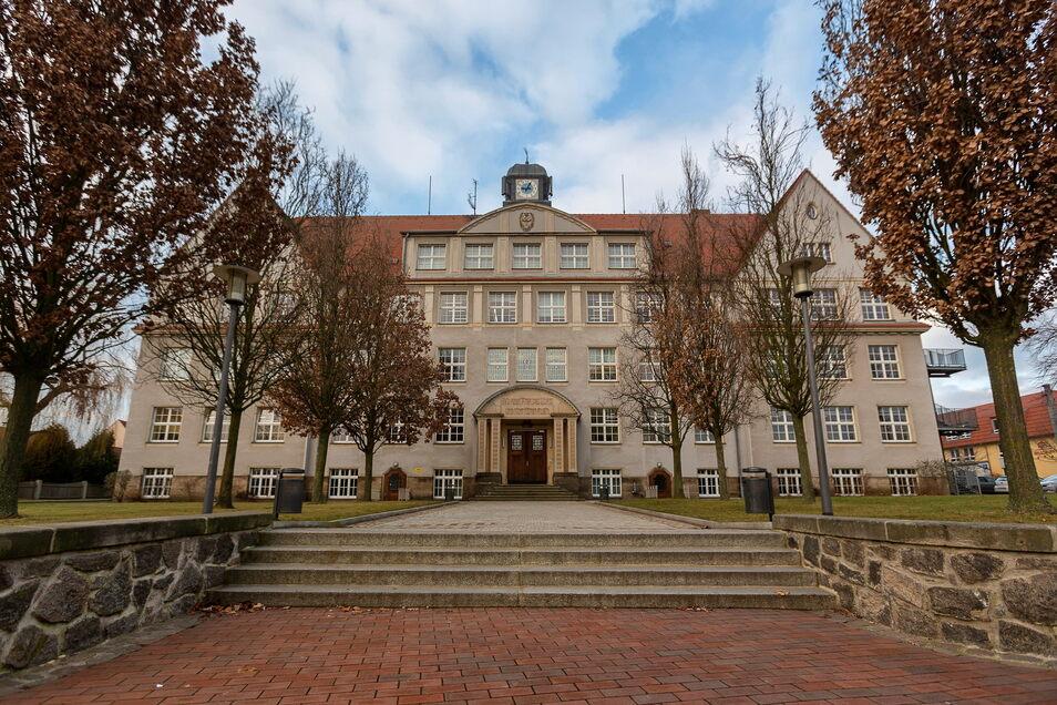 Im Dachgeschoss der Wilsdruffer Oberschule befindet sich das Heimatmuseum, das im Herbst 2020 von Einbrechern heimgesucht wurde. Nun beschäftigt sich die Justiz mit dem Fall.