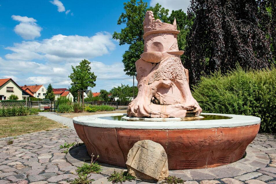 Der Waldaer Augsten-Brunnen. Gemeinsam mit dem Baudaer Keramiker Gert Mehnert hatte Gunter Augsten ihn gestaltet.