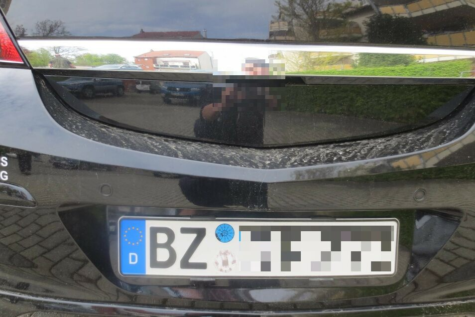 Das Kennzeichen war noch dran, nur der Opel längst stillgelegt.