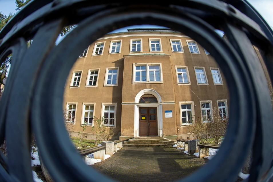 Auf der Liste der zu reinigenden Gebäude steht auch die Oberschule Kötzschenbroda.