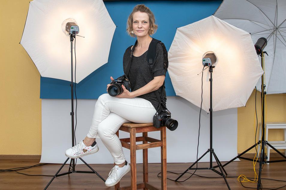 Diesmal dort, wo sonst ihre Kunden sitzen, nämlich vor der Kamera: Fotografin Katja Sandig.