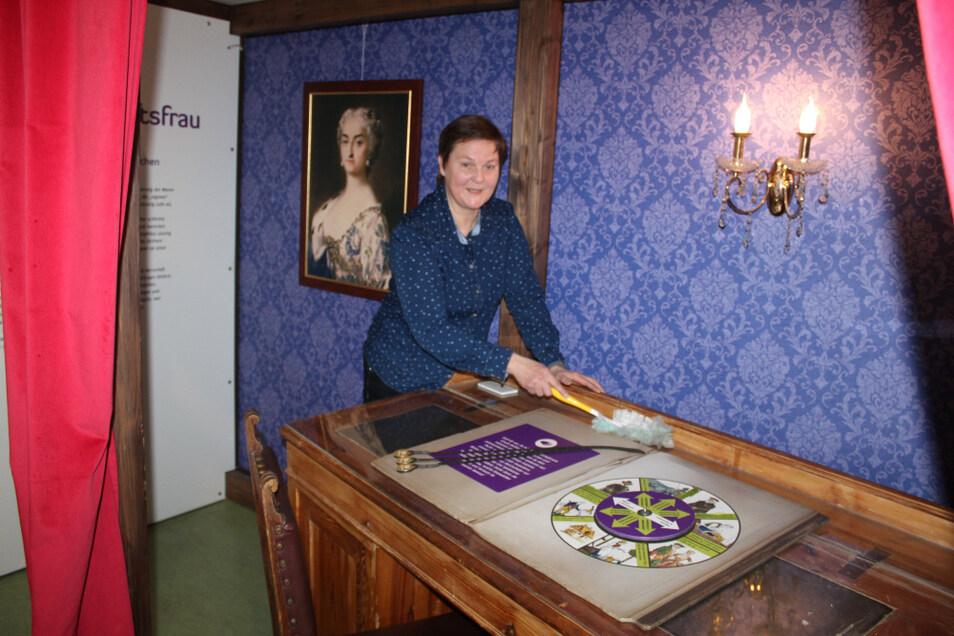 Petra Schüler gehört zum Mitarbeiter-Team, das das Hoyerswerdaer Schloss am Laufen hält.