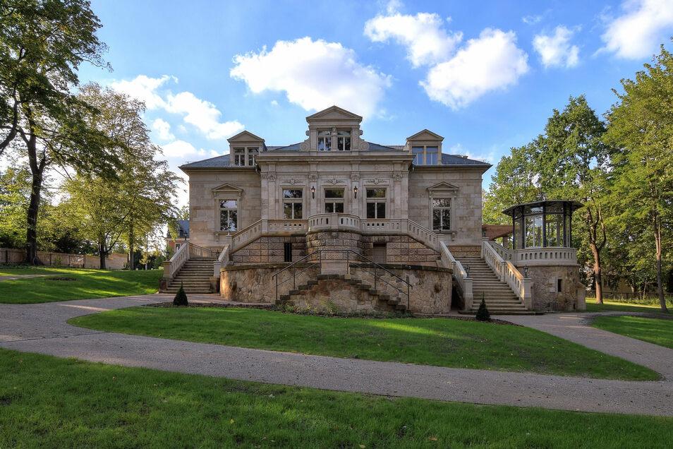 Viele Jahre war sie in einem zugewachsenen Grundstück versteckt und verfiel. Nun ist die Erlwein-Villa fertig saniert.