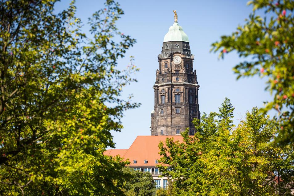 Im Dresdner Rathaus wird auch im zweiten Lockdown an Corona-Hilfen gearbeitet.