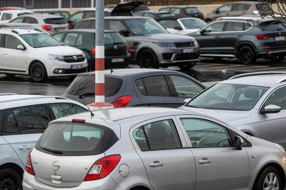Weniger Neuzulassungen, aber insgesamt mehr Autos: Im Landkreis stieg abermals die Anzahl der Fahrzeuge.