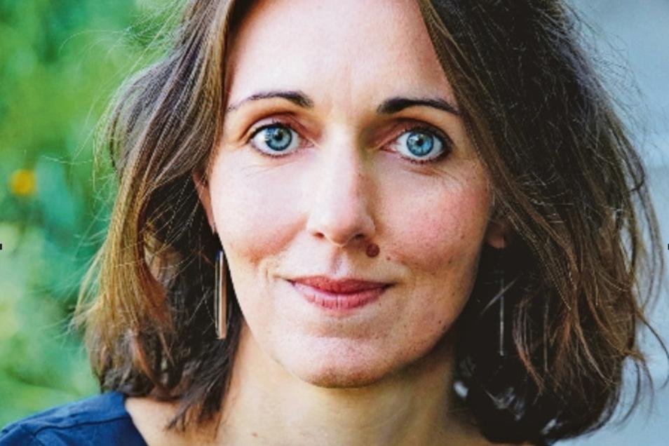 Daniela Krien wurde 1975 in Neu Kaliß geboren und wuchs im Vogtland auf. Sie arbeitete als Zahnarzthelferin und studierte Kultur- und Kommunikationswissenschaften.