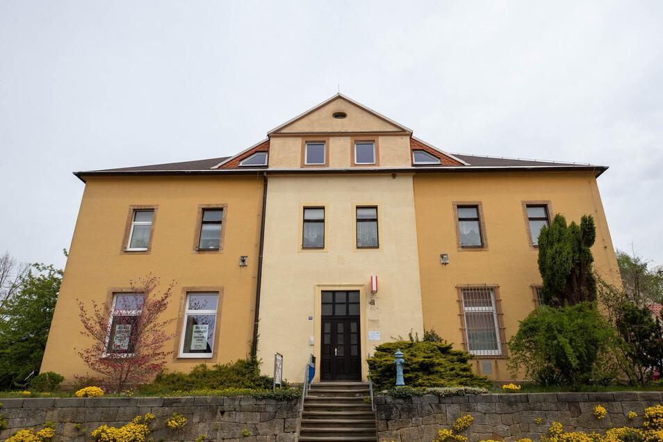 Die Gemeindeverwaltung Lohmen hat vorsorglich einen zweiten Sitz für ihr Verwaltungs-Team geschaffen.