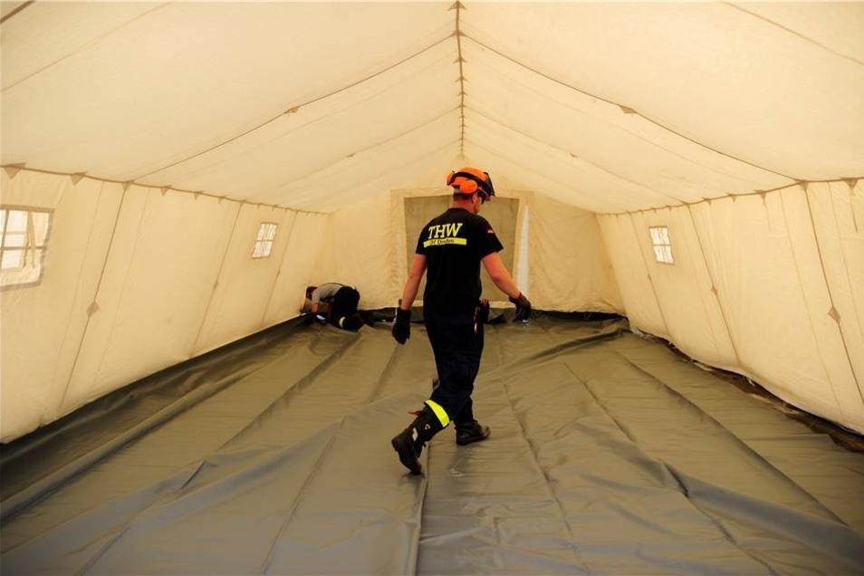 """Blick in das Innere eines der Zelte mit der Bezeichnung """"German Red Cross - Tent EZ 500"""""""