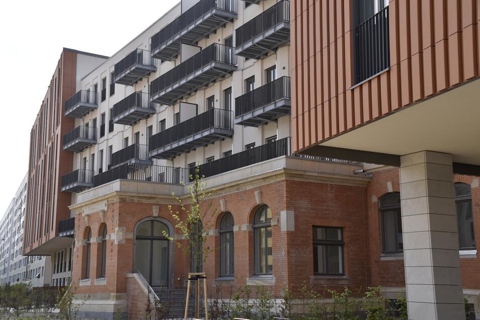 Das ist das Ensemble von Neu- und Altbauten am einstigen Telegrafenamt an der Marienstraße. Das alte Gebäude bekam zwei neue Stockwerke hinzu.