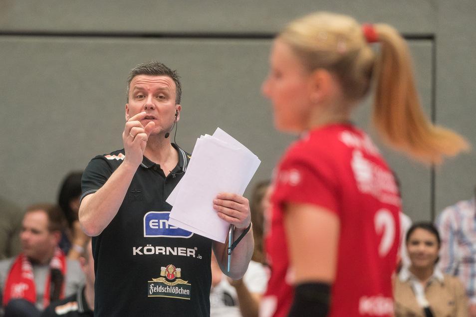 DSC-Trainer Alexander Waibl muss in dieser Saison auf Zuspielerin Mareen von Römer verzichten. Doch das war nicht der Grund für die Klatsche in Potsdam.