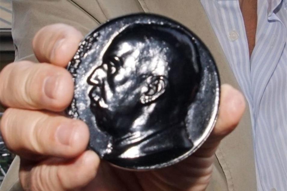 Besonderes Erinnerungsstück: eine Medaille mit dem Kopf von Ex-Fabrikbesitzer Niethammer.
