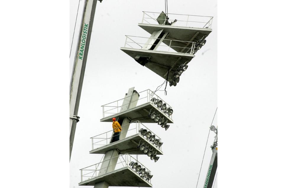 Die sogenannten Giraffen im Dresdner Rudolf-Harbig-Stadion verschwanden 2007.