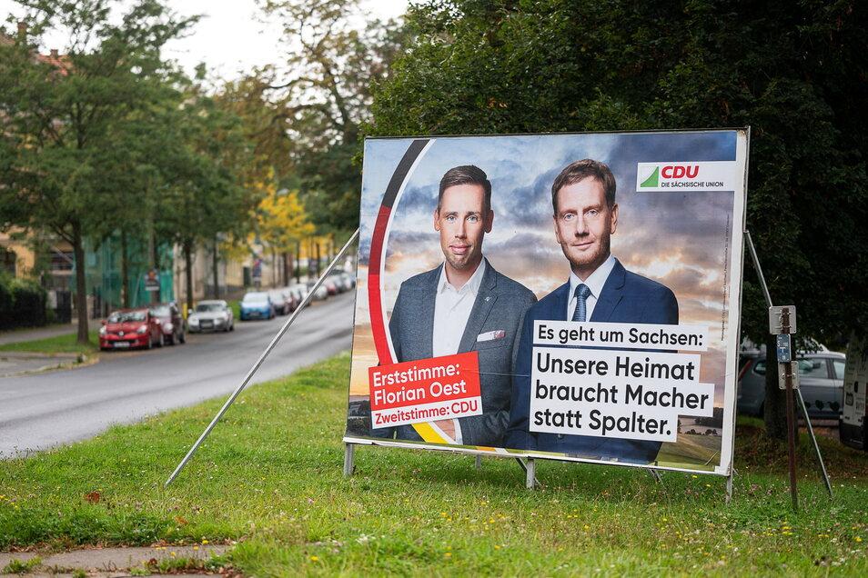 Florian Oest, der CDU-Kandidat des Landkreises Görlitz, wirbt auf großen Plakaten dafür, ihm die Erststimme zu geben.