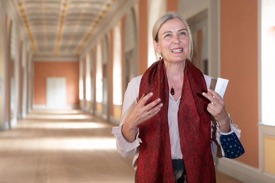 Die Chefin der Staatlichen Kunstsammlungen, Marion Ackermann, freut sich über den wunderschönen Raum.