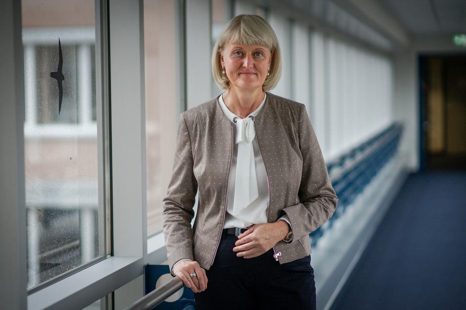 Chefin Kathrin Groschwald sieht die Bautzener Arbeitsagentur gut gerüstet für den Fall, dass sich im November wieder mehr Menschen arbeitslos melden oder Firmen Kurzarbeit signalisieren.