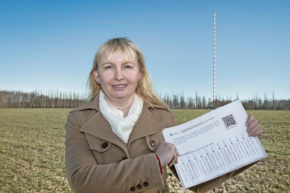 Sabine Neumann möchte, dass die Wilsdruffer Riesenantenne stehenbleibt. Deshalb hat die 38-jährige Limbacherin eine Unterschriftenaktion im Internet gestartet. In verschiedenen Geschäften liegen auch Listen aus, in denen man sich eintragen kann.