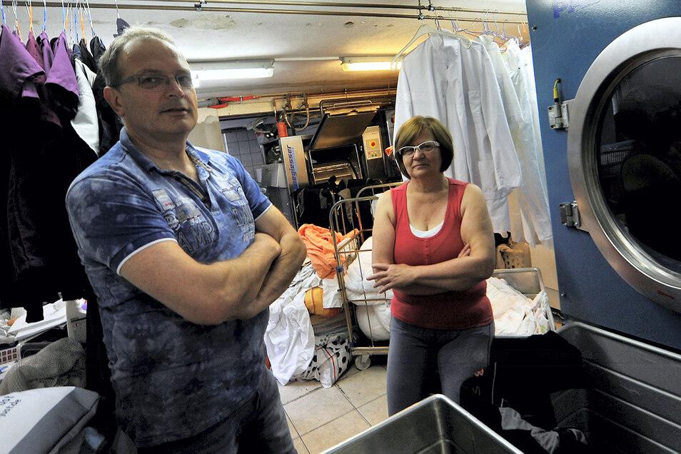 René und Antje Just blicken in diesen Wochen auf das 30-jährige Bestehen ihrer Wäscherei in Weißwasser zurück. Die Corona-Pandemie war für ihr kleines Unternehmen eine schwere Krise – und ist auch privat nicht spurlos an ihnen vorbeigegangen. Umso