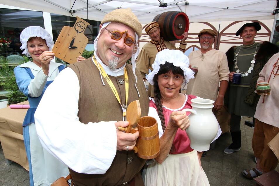 Das Bier ist allseits beliebt, schon 1834 gab es dazu das erste Reinheitsgebot. Damit nicht geschummelt werden konnte, gab es die Bierprüfer, die die Qualität des Bieres schon im Mittelalter sicherstellten. Diese Prüfung erfolgte in der Passage am Döbelner Hof. Theo der Texter und die Biermaid Andrea kontrollierten mit viel Humor jedes einzelne Hopfenkaltgetränk. Doblins Mimen standen ihnen dabei zur Seite.