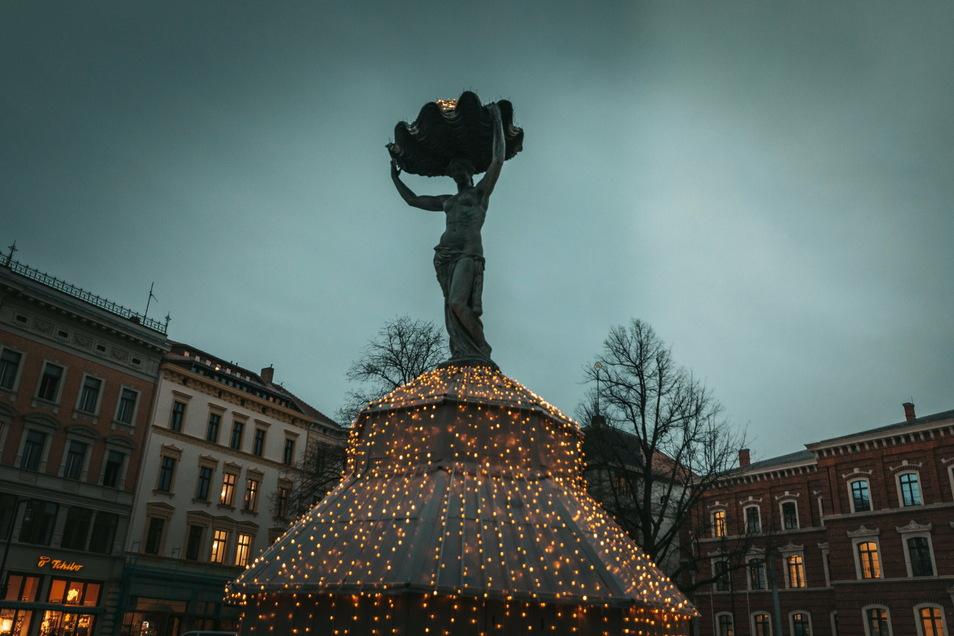 So leuchtet die Muschelminna in Görlitz seit Dienstagabend.