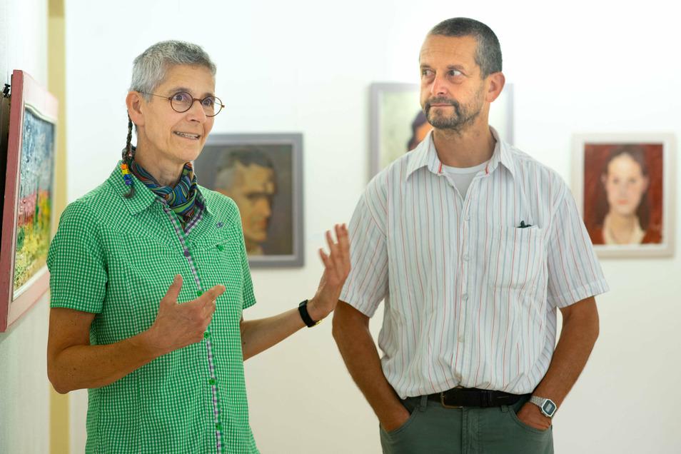 Zwei der drei Enkel des Malers Carl Lohse kamen zur Eröffnung einer neuen Ausstellung nach Bischofswerda: Rose Frahm-Prinz und Roland Sieber.