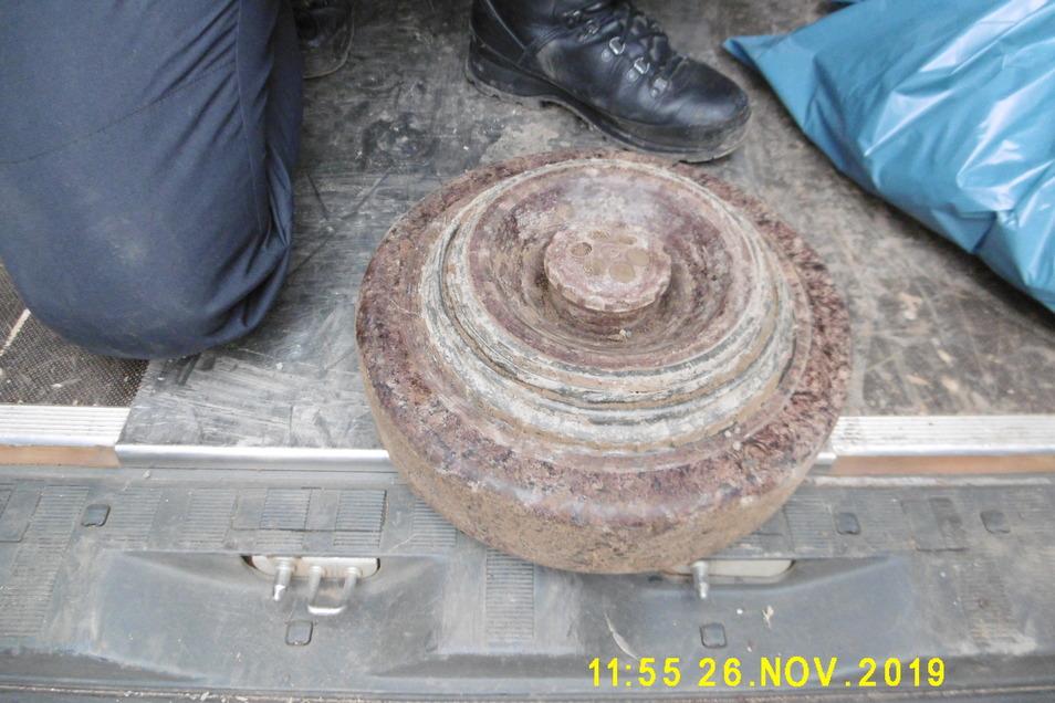 Die Panzermine, die am Dienstag in Pirna gefunden wurde.