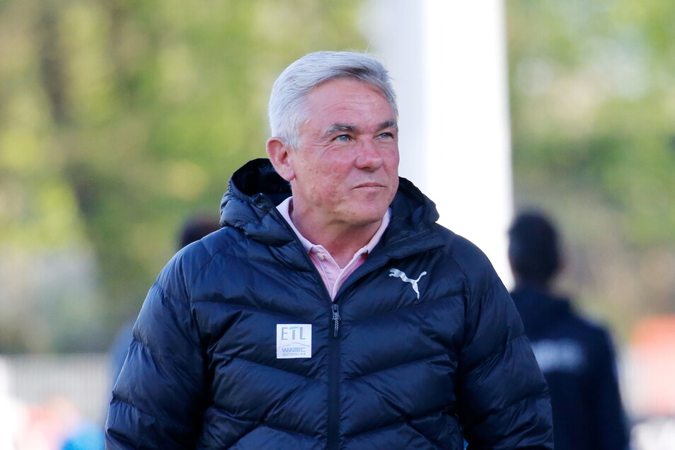 Olaf Janßen stieg mit Dynamo 2014 ab, Viktoria Köln führte er vom Tabellenkeller ins Mittelfeld.