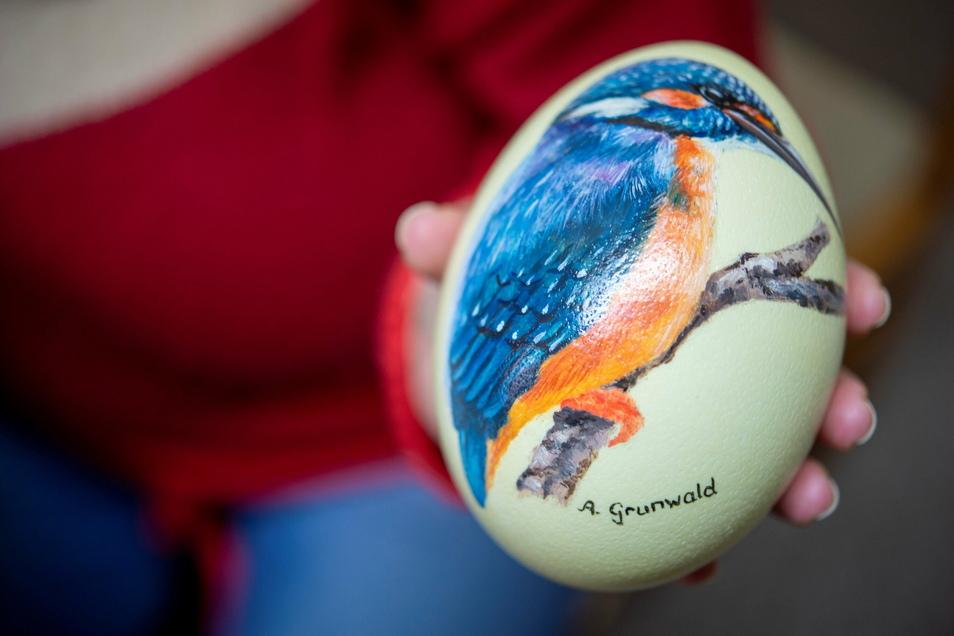 Den Eisvogel, der hier Pate stand, sah Anett Grunwald an ihrem eigenen Gartenteich in Böhla b. O.