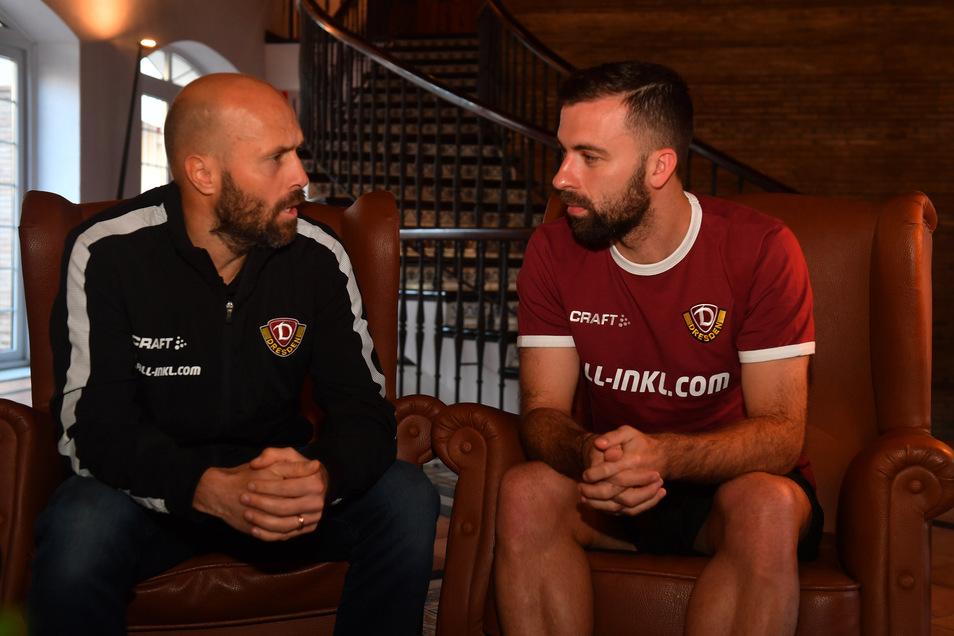 Bei seinem ersten Interview im Dynamo-Trikot übersetzte Ex-Dynamo Filip Trojan (l.) die Fragen und Antworten für seinen Landsmann Josef Husbauer.