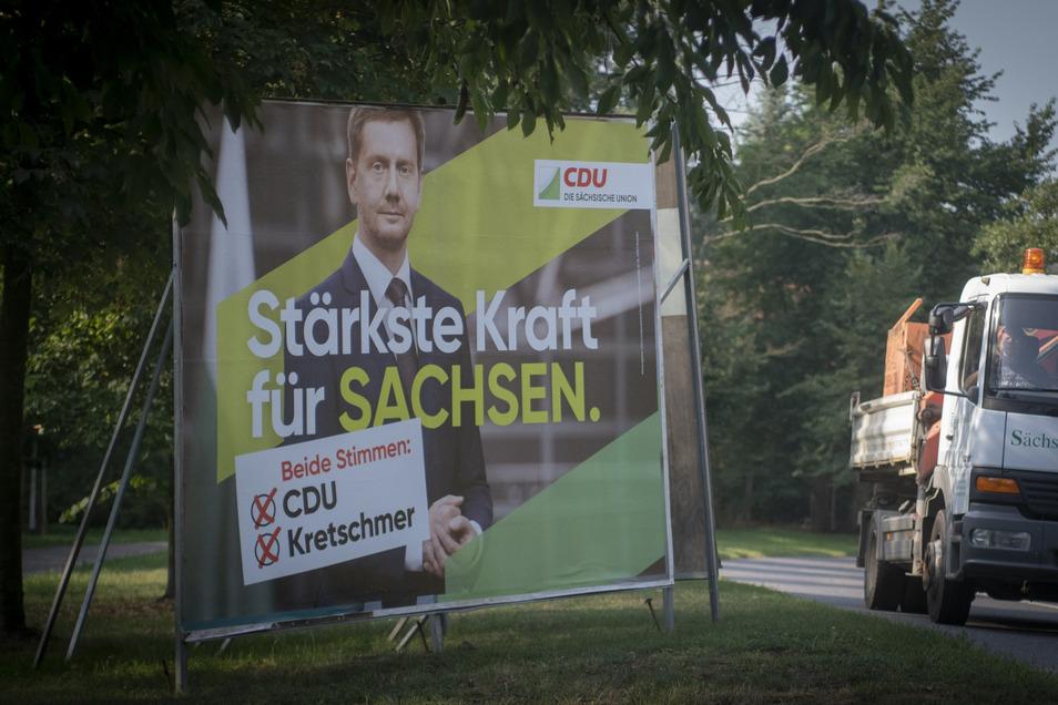 Mit zahllosen Plakaten warben die Parteien in Radeberg um Wähler. In Sachsen wurde die CDU stärkste Kraft, im Wahlkreis zwischen Radeberg und Lauta gewann der Direktkandidat der AfD.