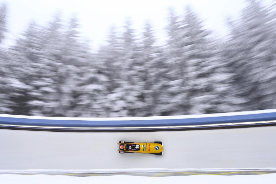 Bei der WM im Februar steuert Hans-Peter Hannighofer seinen Zweierbon noch durch die Altenberger Bobbahn.