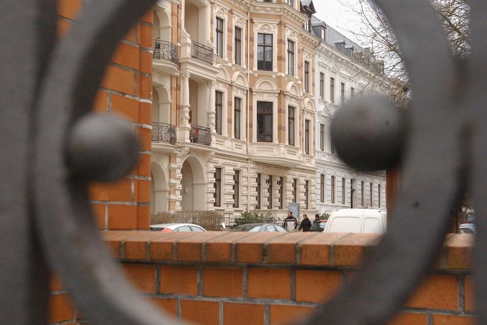 Viele Gründerzeithäuser in Görlitz erstrahlen in neuem Glanz wie hier auf der Augustastraße. Doch das Wohnen in Görlitz wird nun wieder teurer.