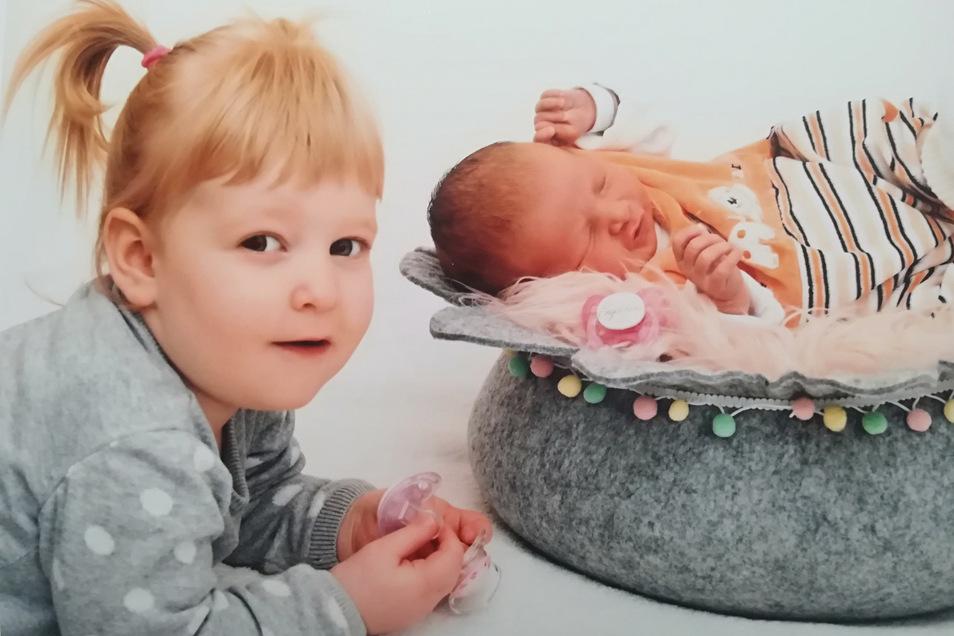 Emma und Schwester Lina, geboren am 4. Januar, Geburtsort: Kamenz, Gewicht: 3.420 Gramm, Größe: 50 Zentimeter, Eltern: Nadine und Udo Arnold, Wohnort: Großröhrsdorf