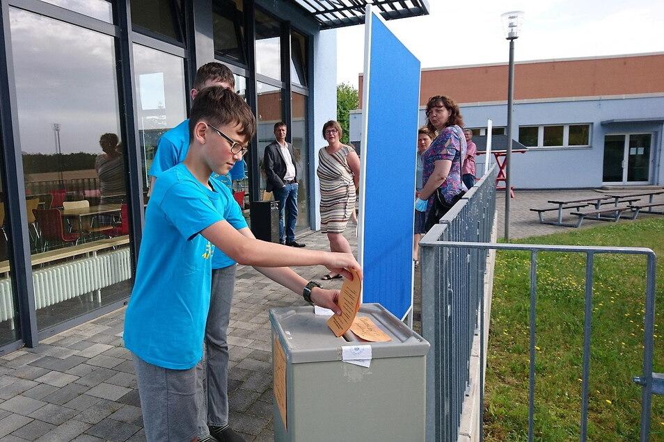 """Schüler der Oberschule Stauchitz konnten beim Projekt """"Deine Idee? Deine Schule. Deine Entscheidung!"""" aus mehreren Ideen auswählen, um den Schulalltag zu verbessern."""