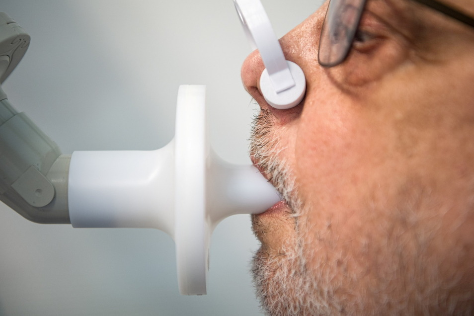 Die regelmäßige Überprüfung der Lungenfunktion gehört zu den Untersuchungen von Long-Covid-Patienten.