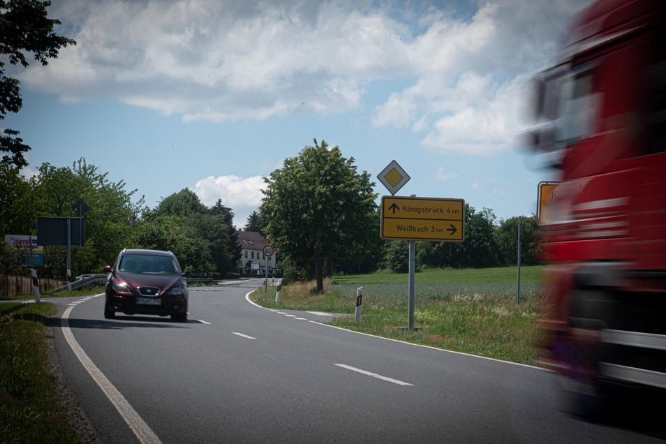 Vor zwei Jahren kam an dieser Kreuzung in Koitzsch bei Königsbrück ein Radfahrer ums Leben. Jetzt wurde der Unfallverursacher verurteilt.