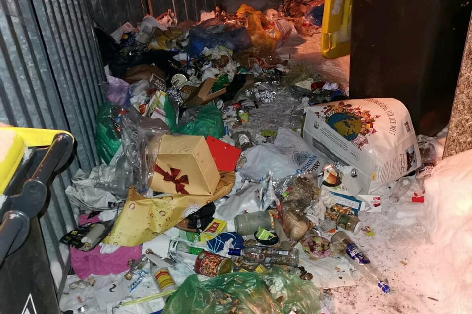 In den großen Dresdner Wohngebieten - wie hier in Gorbitz - wird es schnell zum Problem, wenn die Mülltonnen nicht regelmäßig geleert werden können.
