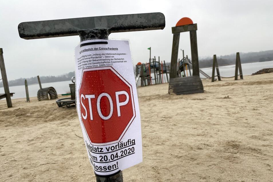 Menschenleerer Spielplatz am Olbersdorfer See.