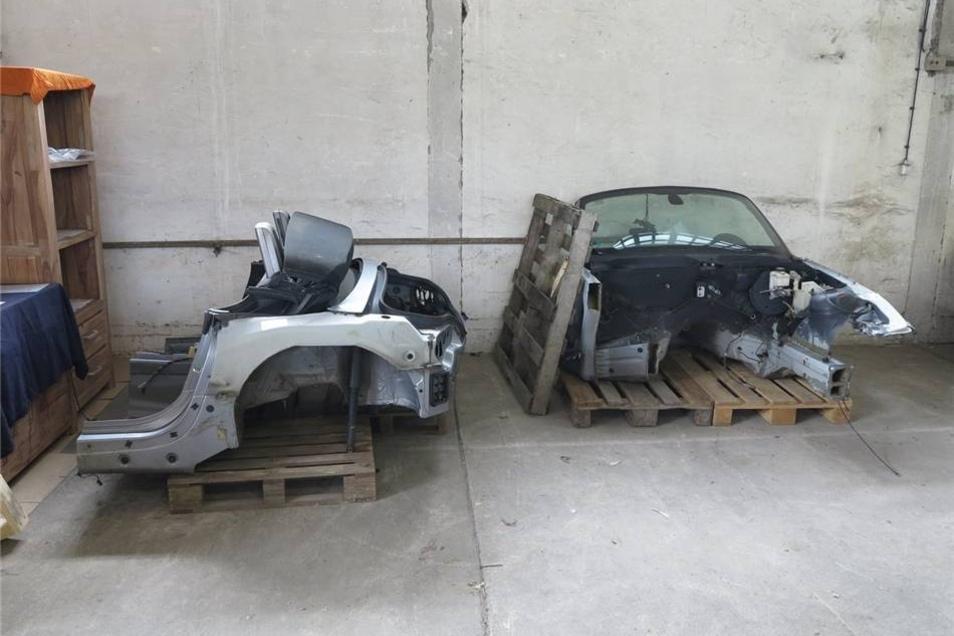 So wurde ein komplett zerlegter BMW Roadster im Lager der Täter vorgefunden.