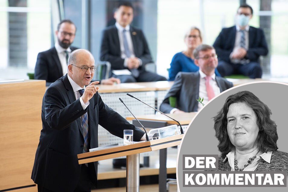 Arnold Vaatz (CDU) spricht während einer Feierstunde zum Tag der Deutschen Einheit im Sächsischen Landtag.