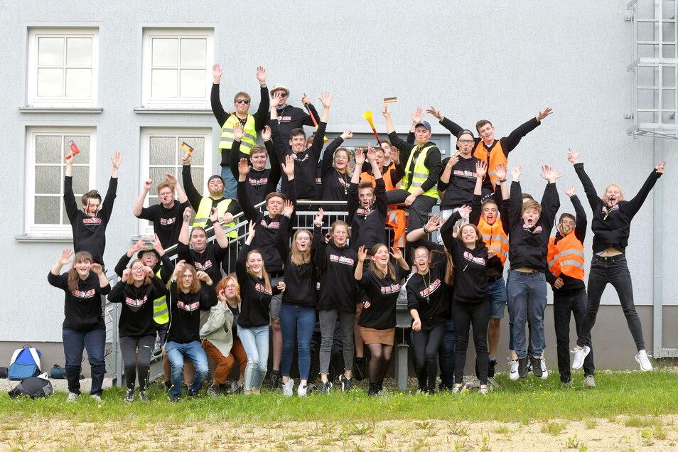 51 Schüler vom Seifhennersdorfer Oberlandgymnasium haben nun das Abitur in der Tasche und können ausgelassen feiern.