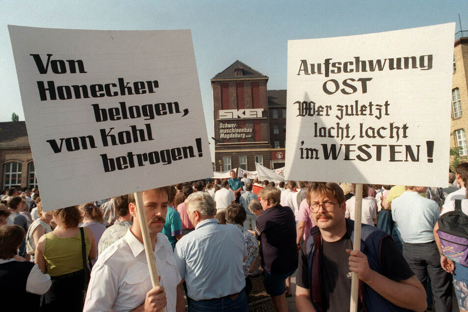 Der Treuhandanstalt unterstanden rund 8.000 Unternehmen mit vier Millionen Beschäftigten, nur zwölf Prozent der verkauften Betriebe gingen an Ostdeutsche.