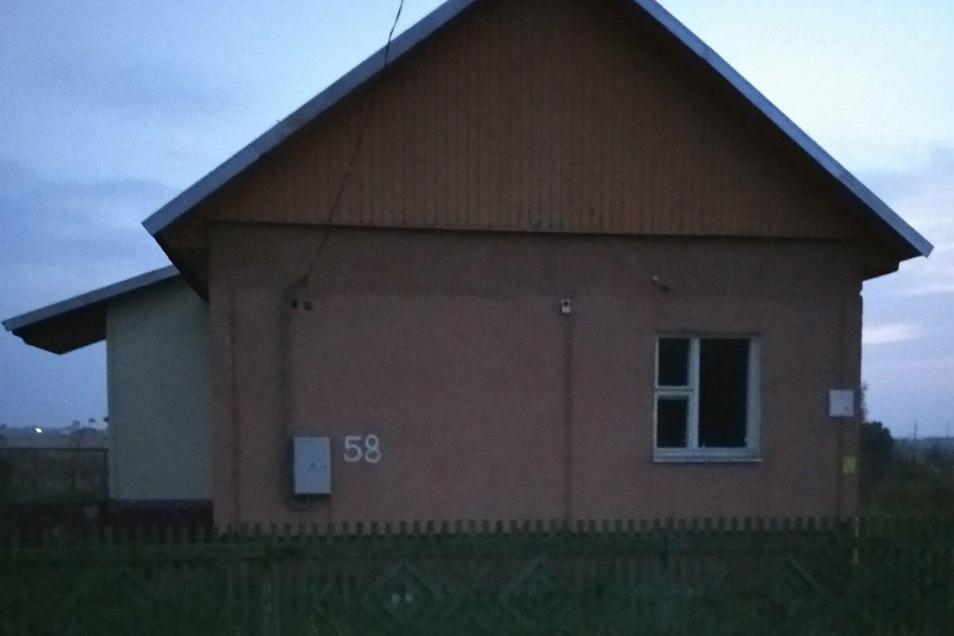 Dieses Haus hat die Gemeinde der alleinerziehenden Mutter zur Verfügung gestellt. Es muss aber noch renoviert werden.