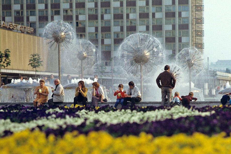 Ein Musterbeispiel für die Gestaltung von öffentlichen Lebensräumen in der DDR: die Prager Straße in Dresden.
